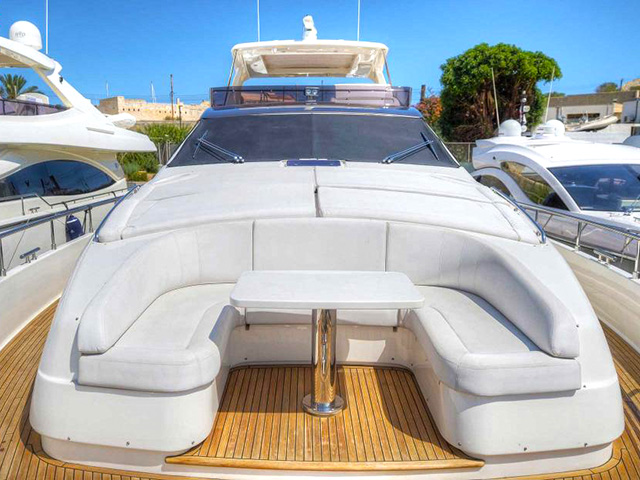 Yachts - TissoT Real Estate : Ferretti 800 pièces