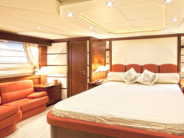 Yachts - TissoT Real Estate : Bugari Lady P pièces
