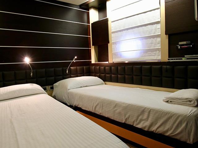 Yachts - TissoT Real Estate : Azimut Azimut 86S pièces