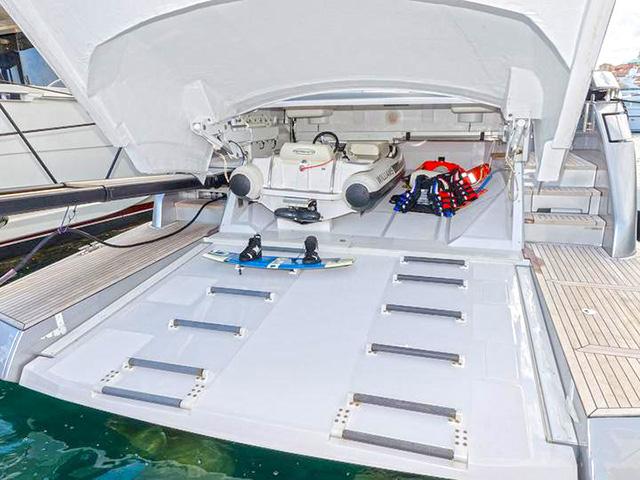 Yachts - TissoT Real Estate : Pershing Pershing 82 VHP pièces